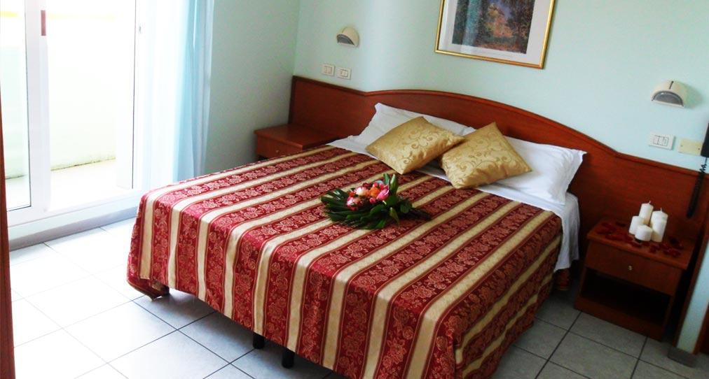 letto-fiori hotel cattolica