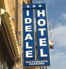 insegna verticale hotel